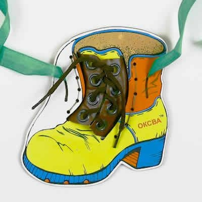 научить ребенка завязывать шнурки через игры