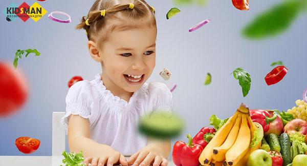 девочка с овощами и фруктами