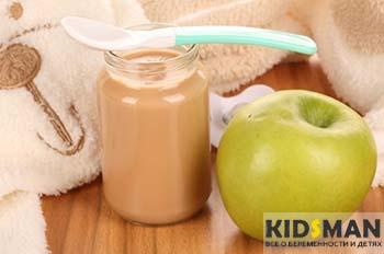 яблочное пюре и яблоко