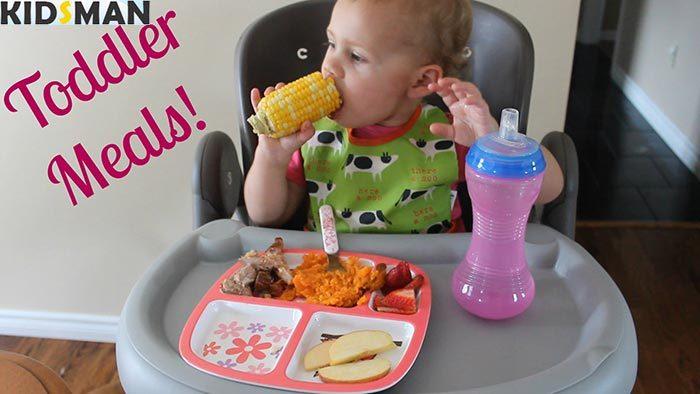 5 месячный ребенок кушает кукурузу