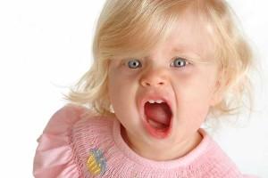Почему ребенок кусается, и что делать