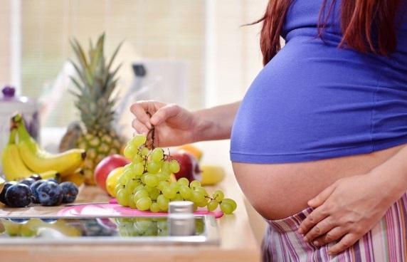 Можно ли беременным есть виноград