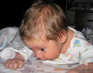 почему ребенок потеет