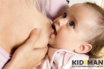 ребенок начинает сосать грудь