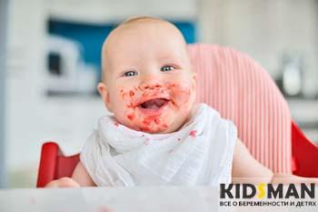 ребенок вымазал лицо едой