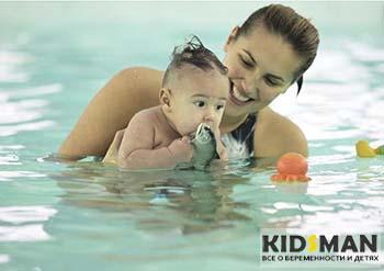 научить ребенка плавать в басейне