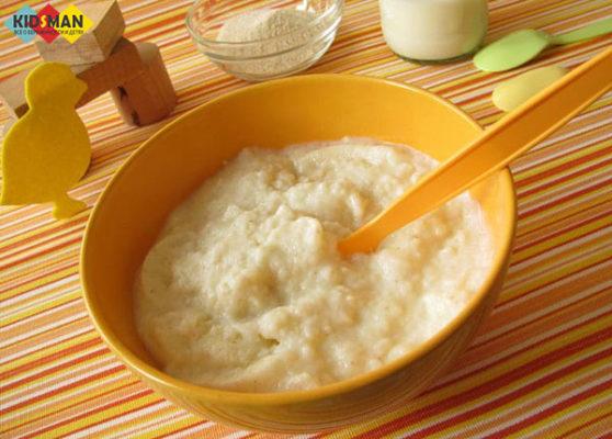 рисовая каша для малыша в тарелке