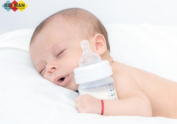 Сколько должен съедать новорождённый